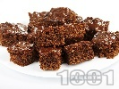 Рецепта Много шоколадов пухкав кекс с орехи, заквасена сметана, какао и сода за хляб